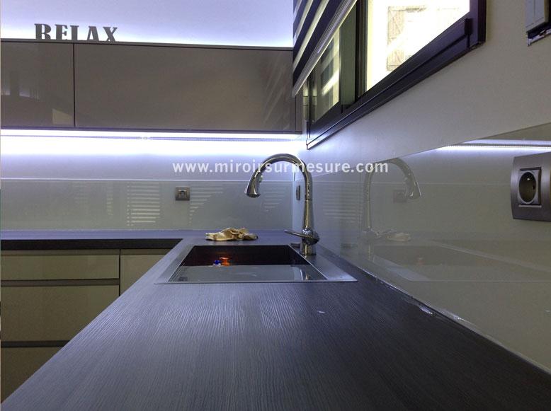 verre laqu professionnel du miroir sur mesure verre. Black Bedroom Furniture Sets. Home Design Ideas