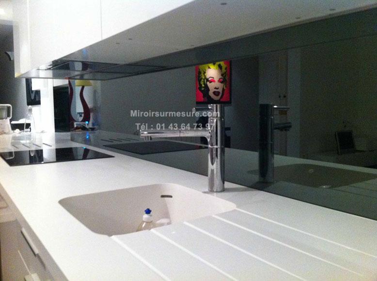 Cr dence de cuisine mur de miroir sur mesure en image for Prix cuisine sur mesure