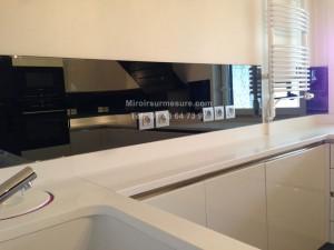 Credence en miroir gris sur mesure pour cuisine design