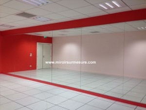 Mur miroir pour salle de fitness, salle de sport recouvert de miroirs