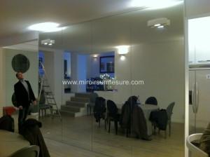 Mur miroir pour séjour recouvert de miroir