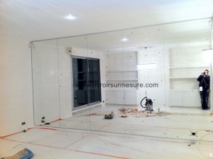 Mur de miroir grande longueur pour séjour