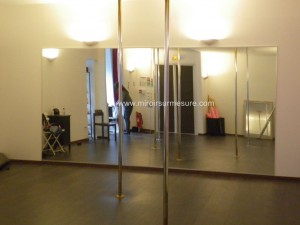 Mur miroir pour salle de lap danse avec un film de protection anti-éclat