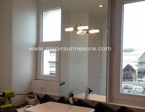 miroir sur mesure de salle de bain trou pour intégration d'une applique murale